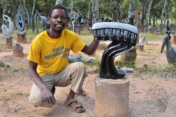 Bildhauer Clemence Makore Tengenenge 2016