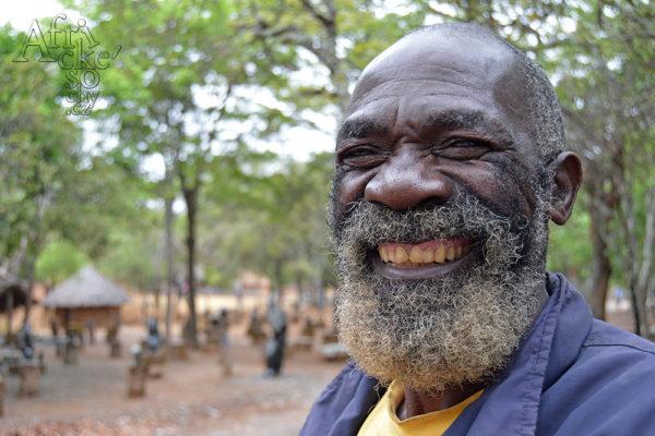 Bildhauer David Mushonga Tengenenge 2017