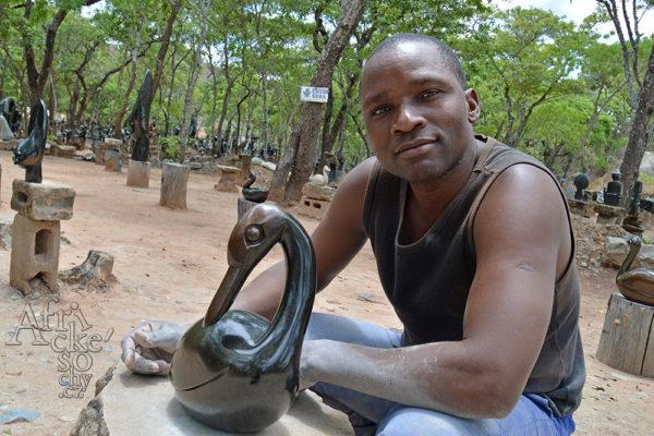Bildhauer Edson Seda Tengenenge 2017