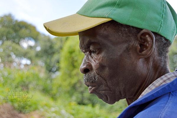 Bildhauer Josiah Manzi Tengenenge 2016