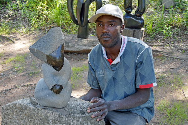Bildhauer Musekiwa Chifamba Tengenenge 2016