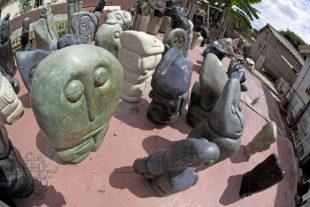 Bildhauer Fanizani Akuda