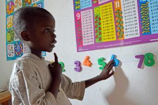 Die Kinder lernen rechnen, noch bevor sie in die staatliche Schule gehen