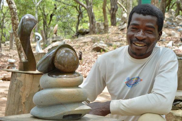 Bildhauer Kelvin Ferenando Tengenenge 2017