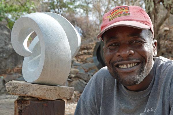 Bildhauer Percy Kuta Tengenenge 2018