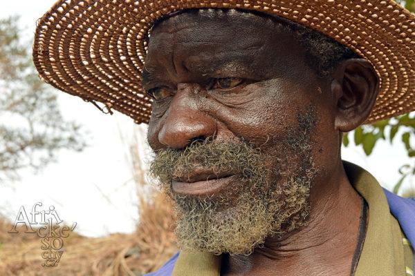 Bildhauer Victor Chakuwinga Tengenenge 2018