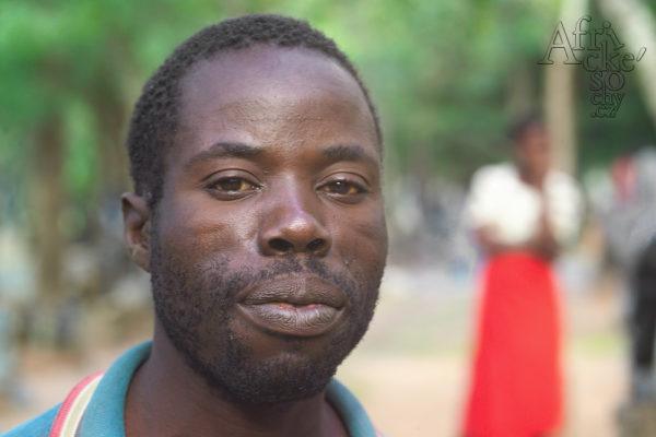 Bildhauer Walter Chandawengerwa  Tengenenge 2007