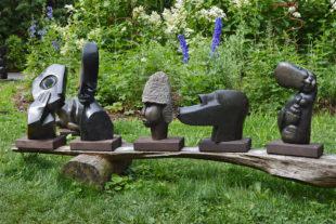 Afrikanische Steinskulpturen im Safaripark Dvůr Králové