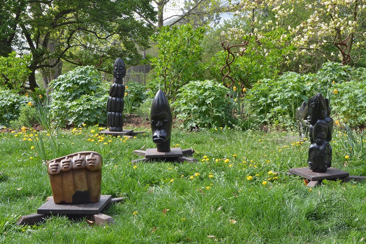 Afrikanische Steinskulpturen im Safari Park