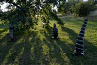 Skulpturen der afrikanischer Bildhauer im Prager botanischen Garten