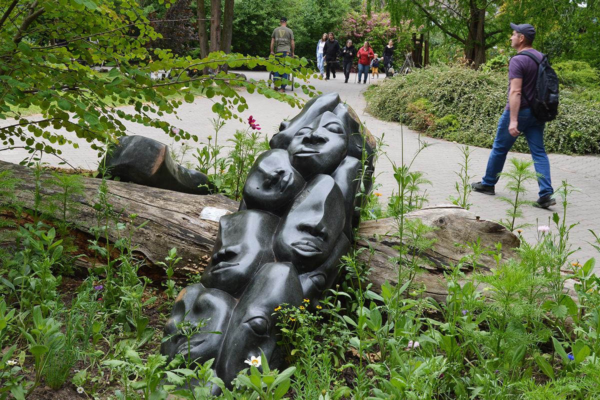 Ausstellung von Steinskulpturen aus Tengenenge im Safaripark Dvůr Králové